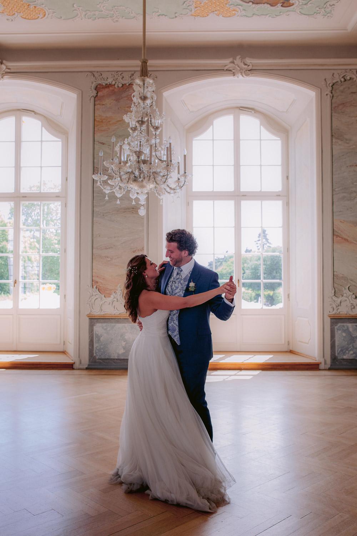 Brautpaar tanzt im Rokokosaal im Kurfürstlichen Palais in Trier