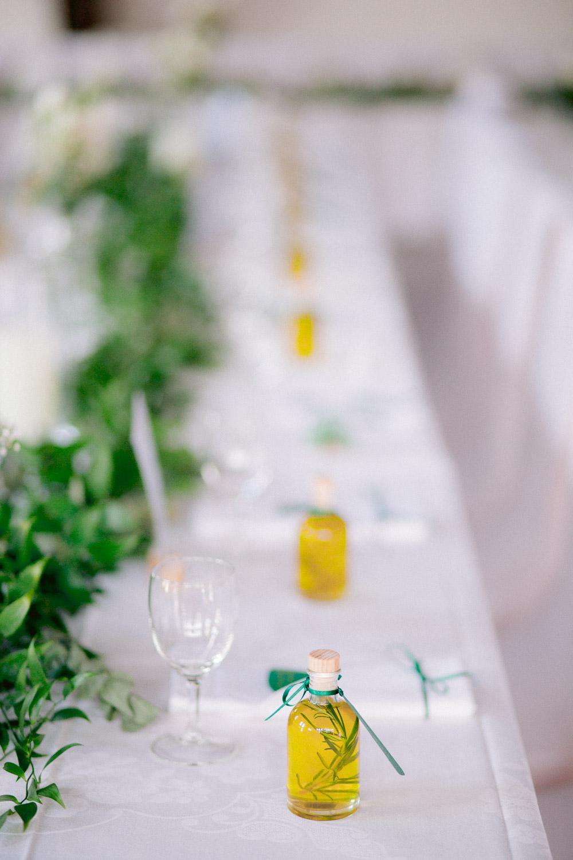 Selbstgemachtes Öl als Geschenk für die Hochzeitsgäste